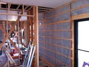 工事中2F壁(セルロース吹き込み後)