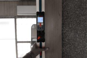 柱の傾き測定(デジタル勾配計)