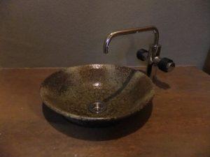 施主支給の手洗いカウンターと信楽焼ボウル